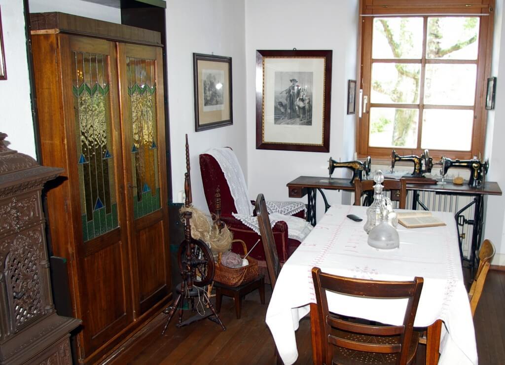 Das Heimatmuseum Friedrichstal - Wohnzimmer in der ehemaligen Lehrerwohnung