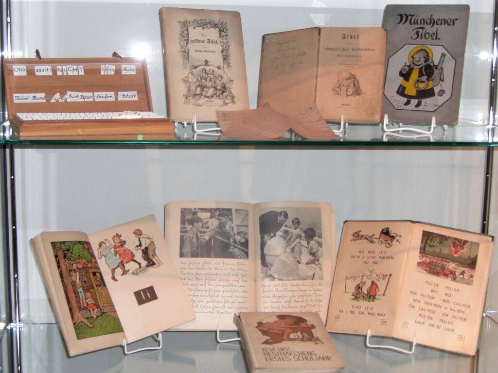 hugenotten-museum-friedrichstal-schulbücher(2)