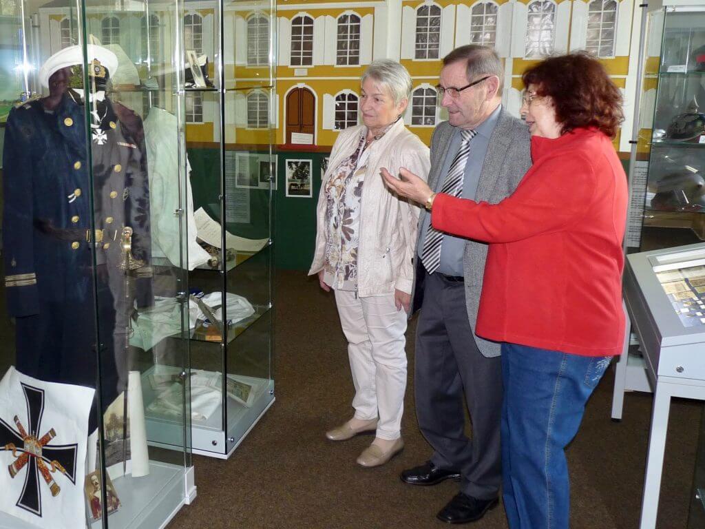 Tag des offenen Denkmals: Geschichtliches anhand von Exponaten wie Uniformen oder Modellen vermittelten Erich Borell und Ursula Heckmann den Besuchern des Heimatmuseums Friedrichtal